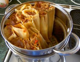 tamales in steamer-forweb_4